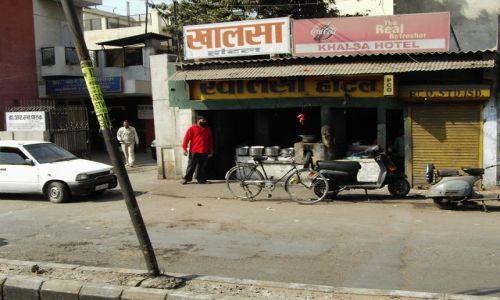 Zdjecie INDIE / Uttaranchal / Hardiwar / bar przydrożny