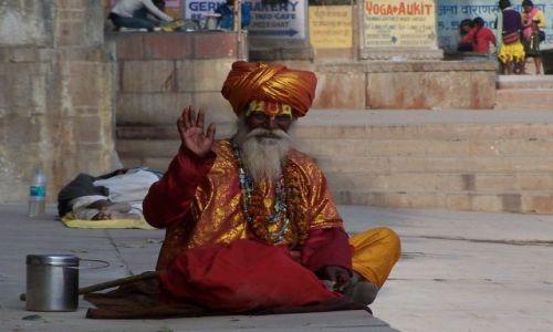 Zdjecie INDIE / Uttar Pradesh / Varanasi / Baba na ghatach w Varanasi
