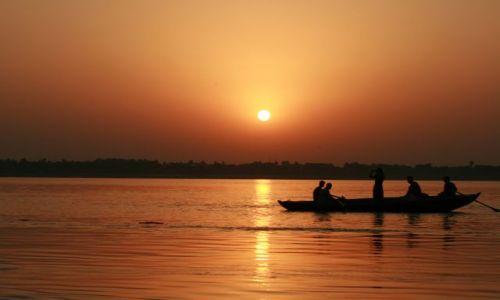 Zdjecie INDIE / Uttar Pradesh / Varanasi / Ganges- świt