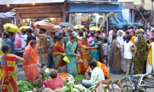 Zdjecie INDIE / Uttar Pradesh / Waranasi / kolorowy chaos