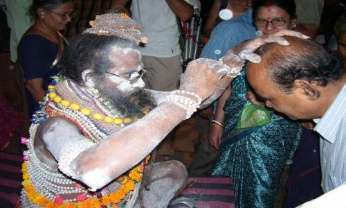 Zdjecie INDIE / Uttar Pradesh / Waranasi / Błogosławieństwo