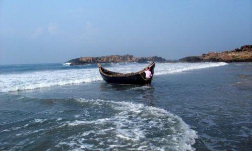 Zdjęcie INDIE / Kerala / Kovalam / ... holowanie do punktu wyścia ...
