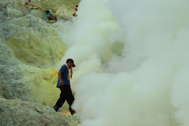 Zdjęcia: Wulkan Ijen, Wschodnia Jawa, w oparach siarki, INDONEZJA