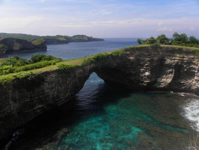 Zdjęcia: południowe wybrzeże, Nusa Penida, Skalny most, INDONEZJA