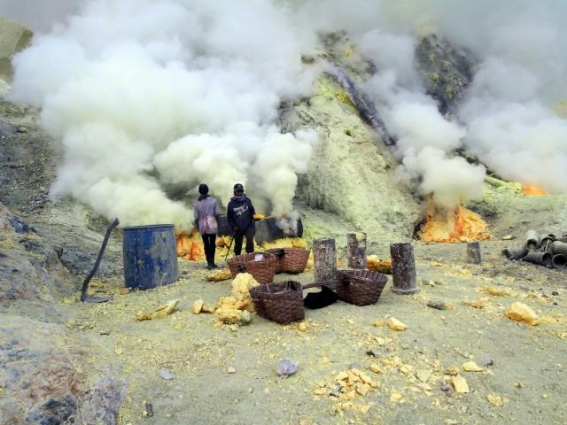 Zdjęcia: Wulkan Ijen, Jawa, Siarkowe złoża , INDONEZJA
