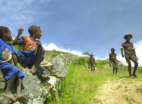 Zdjęcia: Na szlaku, Irian Jaya, Pokolenia, INDONEZJA