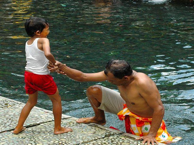 Zdjęcia: Bali, Bali, Pomocna dłoń, INDONEZJA