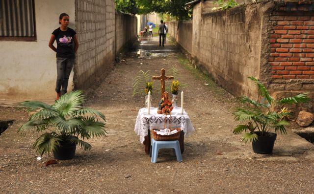 Zdjęcia: Dili, Demokratyczna Republika Timor Leste, Kapliczka uliczna w Dili, INDONEZJA