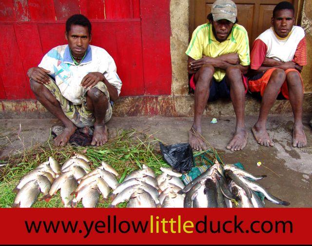 Zdjęcia: Wamena, Papua Zachodnia, Rybacy z Papua, INDONEZJA