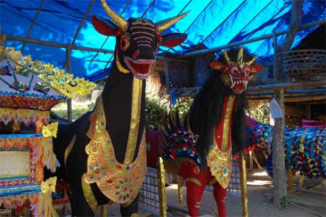 Zdjęcia: Sidan, Bali, Przygotowania do kremacji, INDONEZJA