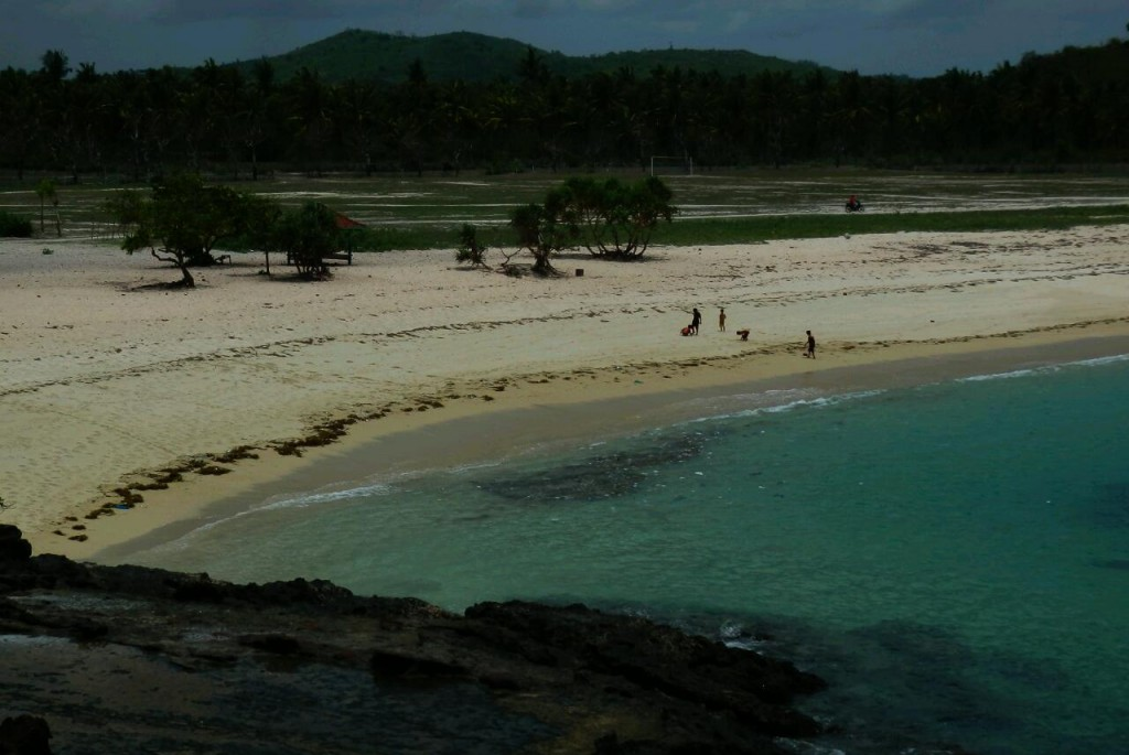 Zdjęcia: 30 km na wschód od Kuta Lombok, Lombok,  Dzikie  plaże  na  południu wyspy Lombok, INDONEZJA