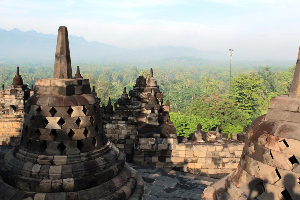 Zdjęcia: Borobudur Tempel Stupas, Jawa, Dzwoneczki, INDONEZJA