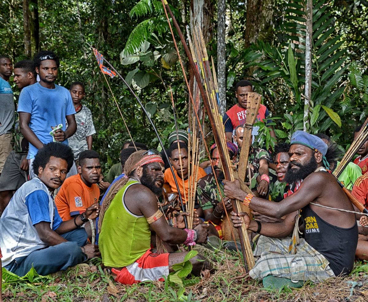 Zdjęcia: Dekai, Papua Zachodnia, W Dekai - wojownicy , INDONEZJA