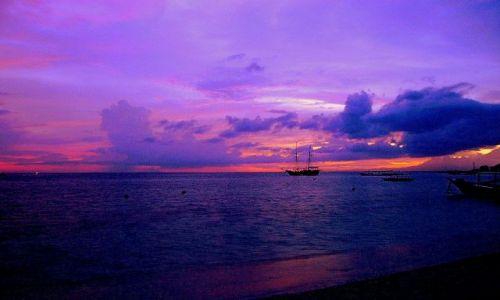 Zdjecie INDONEZJA /  Lombok / wysepka Gili Air /  po zachodzie słońca na Gili Air