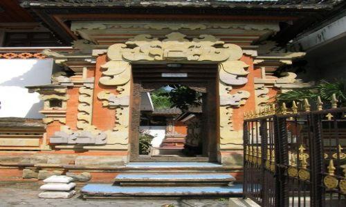 Zdjęcie INDONEZJA / Bali / Kuta / Wejscie do hoteliku
