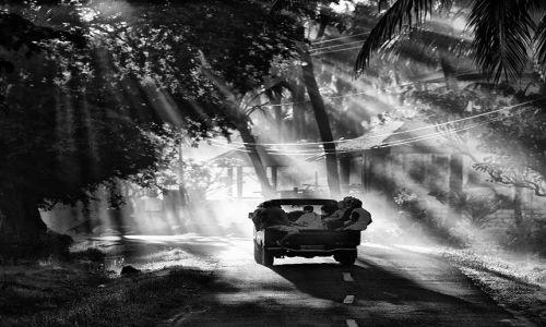 Zdjecie INDONEZJA / Bali / Amed / w drodze do pracy