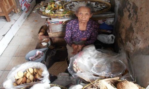 Zdjęcie INDONEZJA / malang / bazar / wystraszona pani