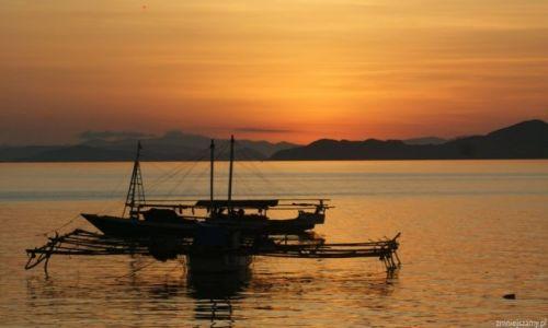 Zdjecie INDONEZJA / Flores / Labambadio / zachód słońca