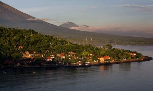 Zdjecie INDONEZJA / Bali / Amed / pod wulkanem