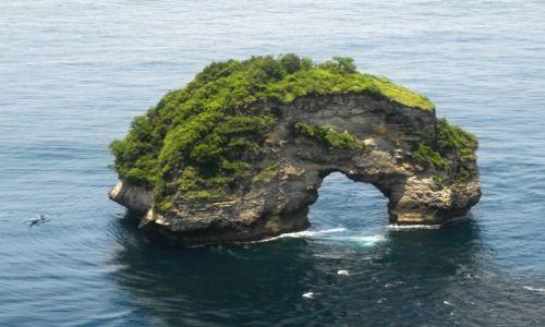 Zdjęcie INDONEZJA / Nusa Penida / południowe wybrzeże / Dziurawa wyspa