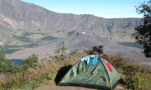 Zdjecie INDONEZJA / - / Indonezja  / biwak z widokiem na wulkan