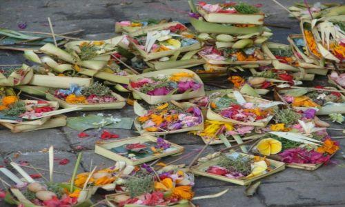 Zdjecie INDONEZJA / Bali / Legian / Ofiary dla bogów