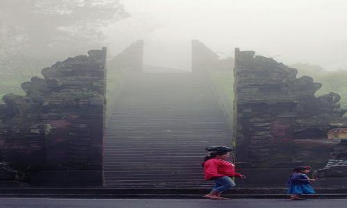 Zdjecie INDONEZJA / Bali / Kintamani / swiatynia w chmurach