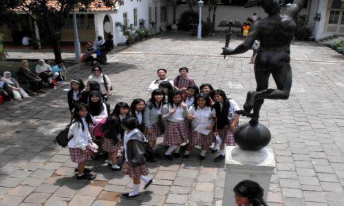 Zdjęcie INDONEZJA / Jakarta / Old Town / z nieukrywanym zainteresowaniem......
