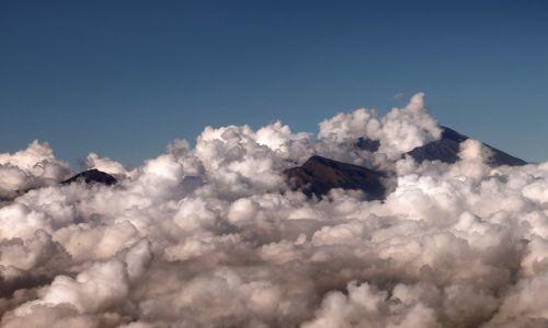 Zdjęcie INDONEZJA / Lombok / Mt Rinjani / wysoko w chmurach