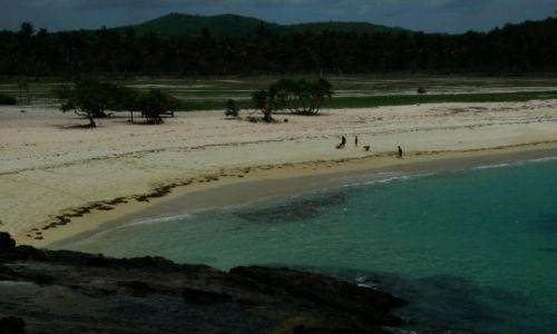 Zdjecie INDONEZJA / Lombok / 30 km na wschód od Kuta Lombok /  Dzikie  plaże  na  południu wyspy Lombok