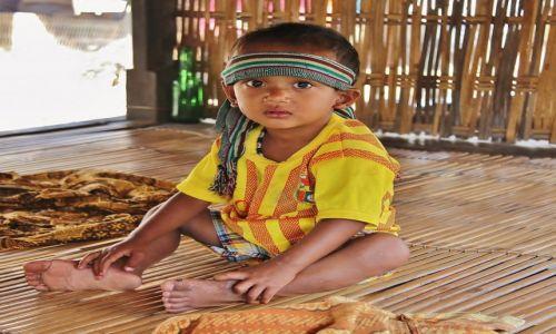 Zdjecie INDONEZJA / Lombok / Wioska Sasaków / Strach ma wielke oczy