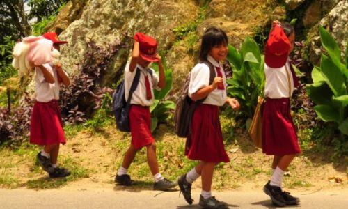 INDONEZJA / Sumatra / Jezioro Toba / Dzieci nie lubią fotografowania...