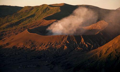 Zdjecie INDONEZJA / - / wulkan Bromo / czeluść