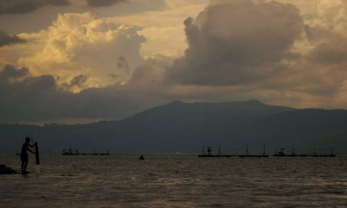 Zdjecie INDONEZJA / Sumatra / Jezioro Toba / Zmierzch nad Jeziorem Toba