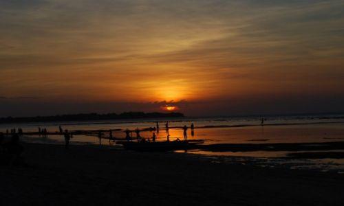 Zdjęcie INDONEZJA / GiliGili / GiliAir / JOGA przy zachodzie słońca