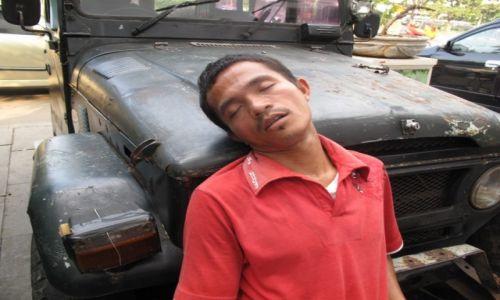 Zdjęcie INDONEZJA / Stolica / Dżakarta / Zmęczenie dniem codziennym