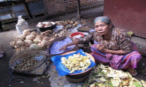 Zdjęcie INDONEZJA / Jawa / Jawa / Trudne życie