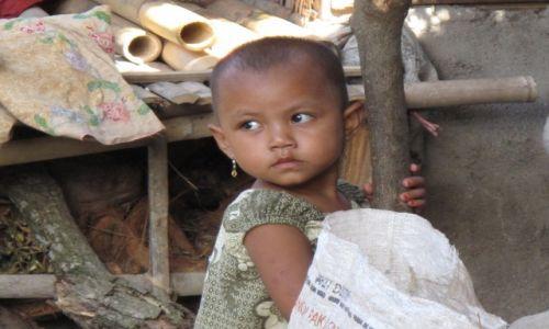 Zdjęcie INDONEZJA / Jawa / Jawa / Niewinne oczy