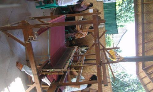 Zdjęcie INDONEZJA / BALI / BALI  / kobiety pracujące nad produkcją BATIK