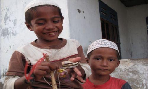 Zdjecie INDONEZJA / Komodo / Komodo / Mali muzułmanie