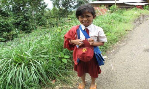 Zdjęcie INDONEZJA / Celebes / Celebes / Idąc ze szkoły