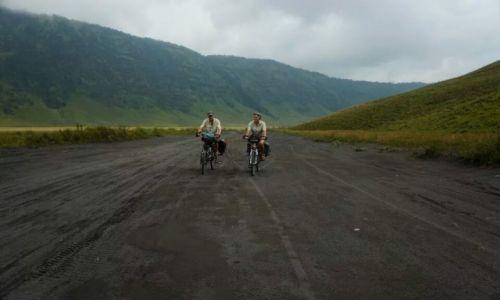 Zdjęcie INDONEZJA / Jawa / Bromo / Wulkan Bromo rowerem