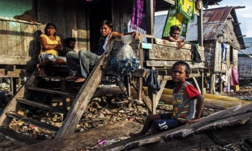 INDONEZJA / Wakatobi  / Desa Sampela / rodzinne popołudnie