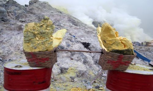 Zdjęcie INDONEZJA / Jawa / Wulkan Ijen / Nie wszystko złoto, co żółte