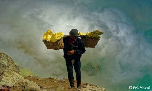 INDONEZJA / Jawa / Kawah Ijen / w drodze za chlebem