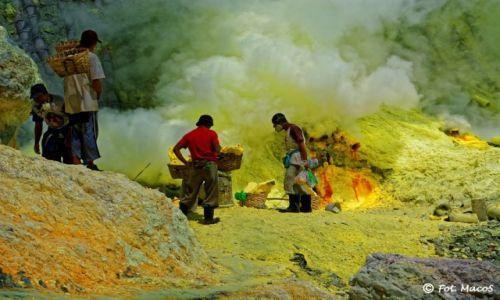 Zdjęcie INDONEZJA / Jawa / Kawah Ijen / Górnicy