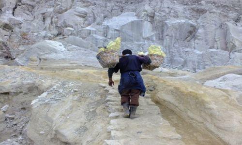 Zdjecie INDONEZJA / Jawa / Kawah Ijen / 70 kg na plecach
