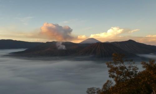 INDONEZJA / JAVA /BROMO  / wulkan Bromo  / wschód słońca nad Bromo
