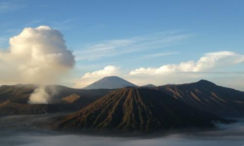 INDONEZJA / JAVA /BROMO  / wulkan bromo  / wsch�d s�o�ca nad Bromo