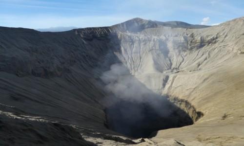 Zdjęcie INDONEZJA / JAVA /BROMO  / wulkan bromo  / zaglądając do paszczy wulkanu